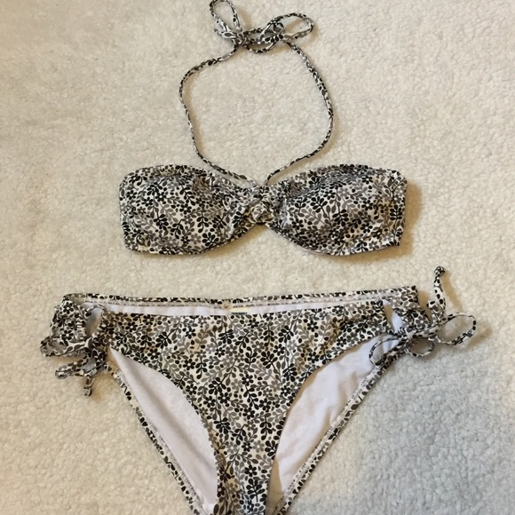 Old navy swim hp flower bikini black white flower suit sm poshmark hp flower bikini black white flower swimsuit sm mightylinksfo
